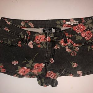 Cute Black Shorts w/ Red & Pink Flowers 🌸